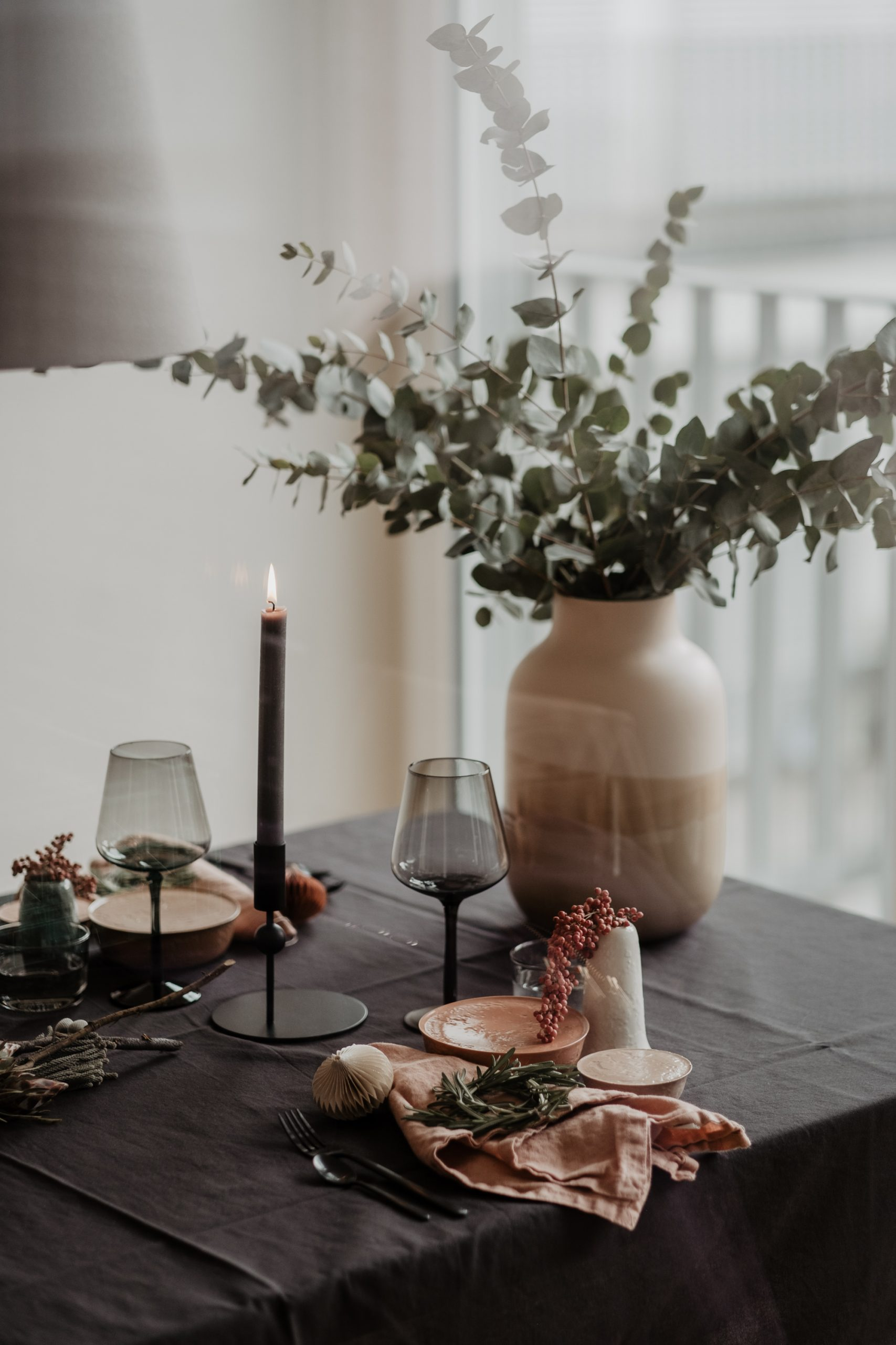 Christmas table setting for Zurich Wonderland blog